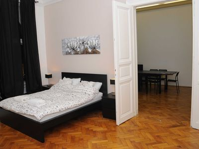 Photo for Centrally located next to the Opera - 3 rooms free Wifi