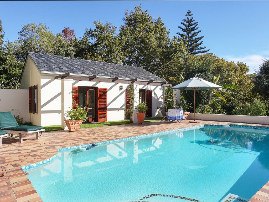 Self Catering Cottage Overlooking Swimming Pool In Large Landscaped Garden Constantia Cape Town