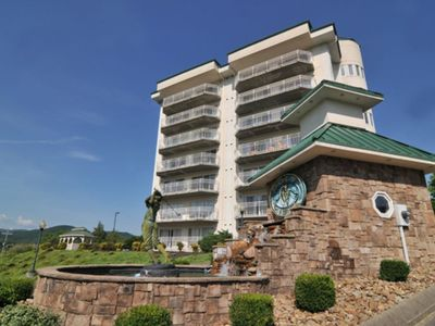 Photo for ⛳️  Luxury 2BD/2BA Spacious Condo - Golf Vista 141 - Heart of Pigeon Forge