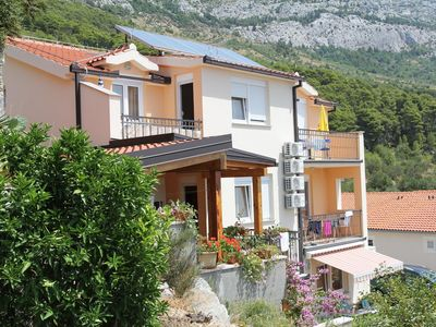 Photo for One bedroom apartment with balcony and sea view Brela, Makarska (A-13118-b)