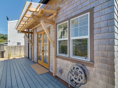 Photo for Bright & airy cottage right in town, across the street from the beach!