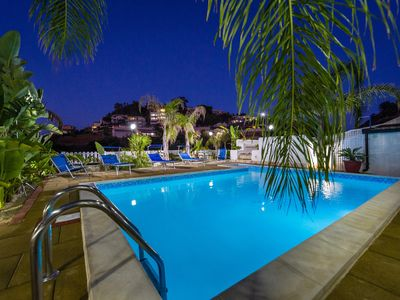 Photo for Villa with pool 10 places 150 meters from the sea wifi car rental ob
