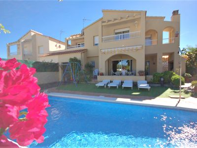 Photo for Semi-detached villa for 8 people in a quiet area with private pool.