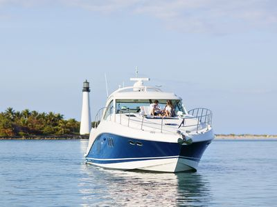 Charter 60ft Sea Ray Private Yacht