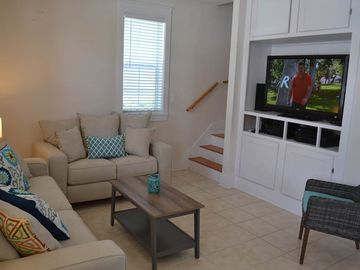 ELEGANT SMALL COTTAGE  just steps from pool and hot tub!