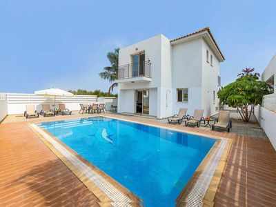 Photo for Ideally located Villa w/pool & BBQ, within walking distance to some amenities.