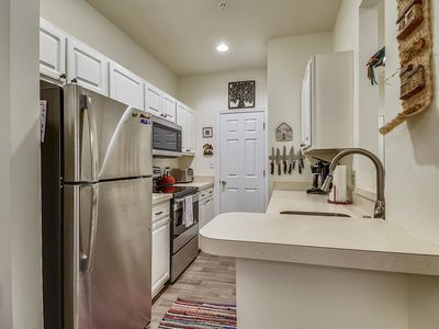 Photo for LINENS INCLUDED*! 3/N MINI-STAYS! CONVENIENT, COMMUNITY POOL/WIFI Internet Included! SHORT DRIVE TO BEACH