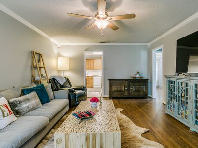 Photo for Cozy Cottage - Heart of Dallas - Light & Bright with EXTRAS!