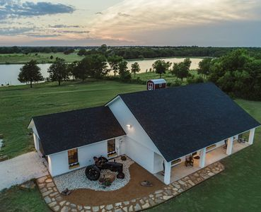 Photo for Lakefront Farmhouse just minutes from Magnolia Silos, Downtown, Shopping &Baylor