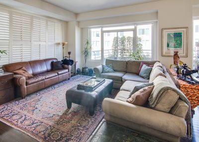 Comfortable Living Room with great light, automatic blinds, Flat screen TV
