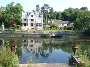 Cottages between Fontainebleau forest, a river with access Tennis & Pool View