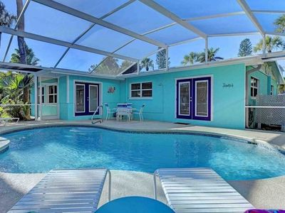 Coastal Sands: Ground-Level,Heated Pool, Tiki Bar/Lounge,1.5 Blocks to the Gulf!