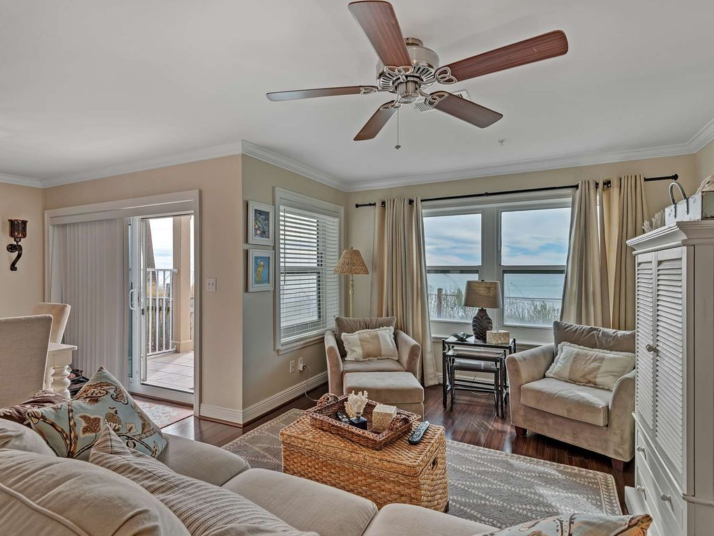 Beach Front Condo with gorgeous Gulf Views!  Sleeps 6 large image 6