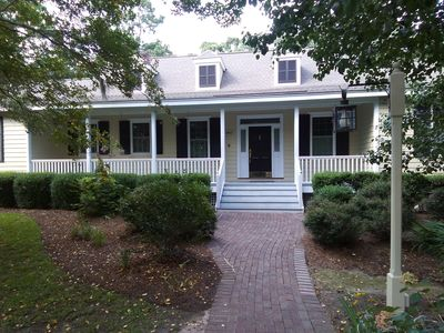 Photo for Beautiful 4 bed 4 bath newly remodeled cottage.