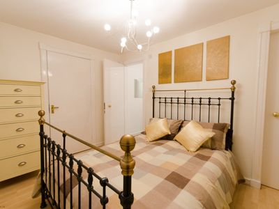 Photo for Townhouse close to Royal Mile with on-site parking