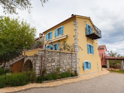 Photo for Studio flat with air-conditioning Kornić, Krk (AS-11506-a)