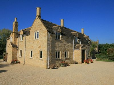 Photo for 5BR Cottage Vacation Rental in Moreton in Marsh, Cotswolds