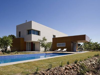 Photo for Modern and big house with swimming-pool and garden