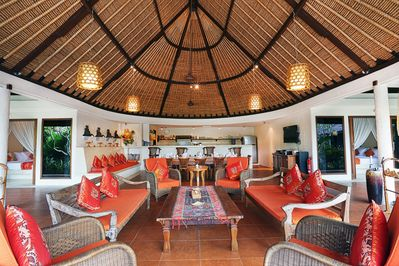 Spacious living area, perfect for family reunion, friends & colleague gathering