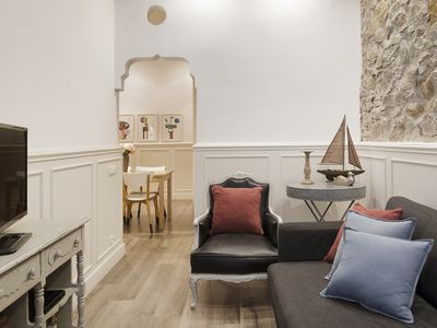 Photo for Cozy apartment with patio in Gracia
