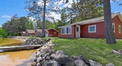 Photo for Beautiful lakeside 2 bedroom resort cabin on private lake (Cabin #5)