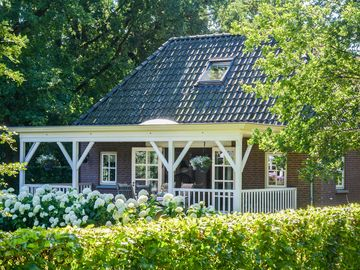 Attractive detached summer house in rural setting in Twente, child friendly