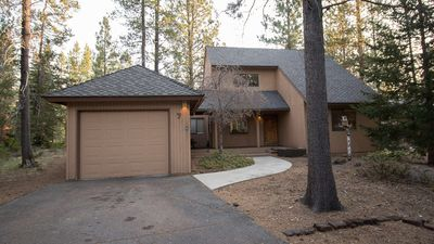 Photo for 7 Lupine Lane is located in the heart of Sunriver, pet friendly.