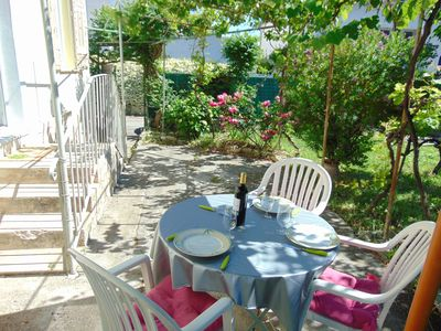 Photo for Small holiday house with large garden 300 m from the beach in Antibes