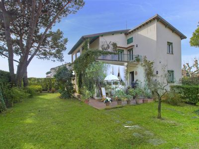 Photo for 4 bedroom Villa, sleeps 7 with FREE WiFi and Walk to Beach & Shops