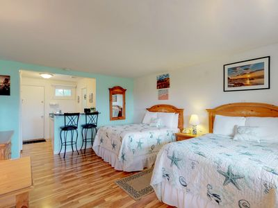 Photo for Cozy condo with shared pool & tennis - close to beaches, golf, & parks!