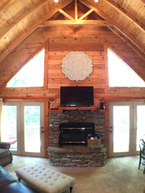 logs beams vaulted ceiling beautiful waterfront log cabin in gated com vrbo