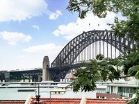 What a great location! Lovely property, just a 10-20 minute walk from The Rocks and Circular Quay.