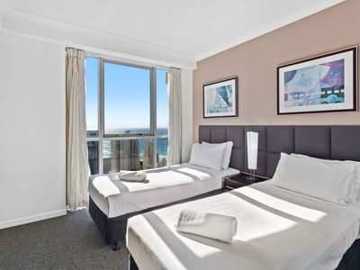 Photo for Chevron Renaissance Level 27- Family friendly, in the heart of Surfers Paradise.