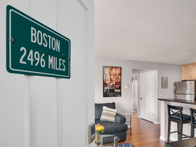 """Photo for Seattle Vacation Home: Thomas Lodge """"Boston"""" - Bright & Comfy, En Suite 