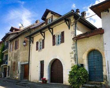 Le Cormoran - Talloires. Our French Village House. Stroll to shops and lake.
