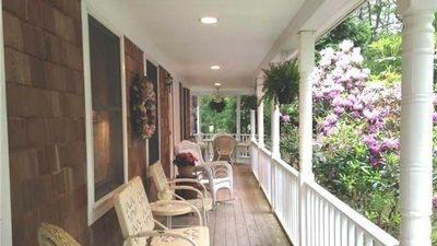 Front porch, perfect for relaxing, bird watching