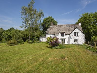Photo for BROOK FARM, pet friendly, with a garden in Totnes, Ref 995275