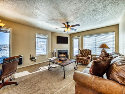 Photo for Slopeside mountain retreat w/shared hot tub and walking distance to lifts!