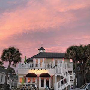 Photo for Pass-a-Grille a Gulf front/Free WIFI/Beach Bicycles/Grill/Pool/Pet Friendly!