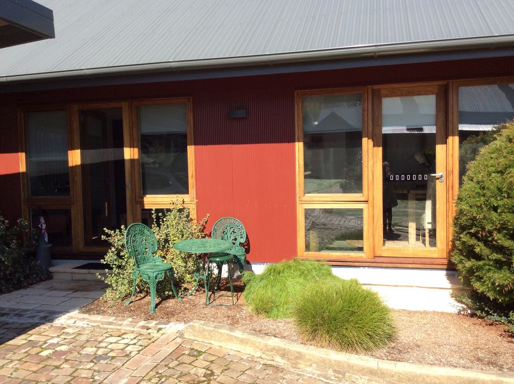 Studio Rouge in heart of old Bowral only minutes walk to shops and  restaurants - Bowral