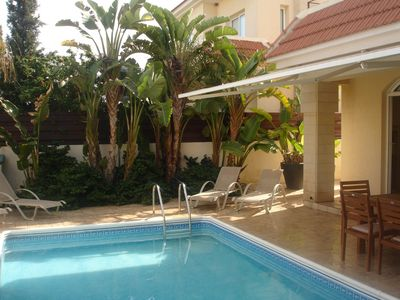 Photo for Cozy Villa w Pool, Fantastic Location-5m walk to the beach & amenities Free WIFI