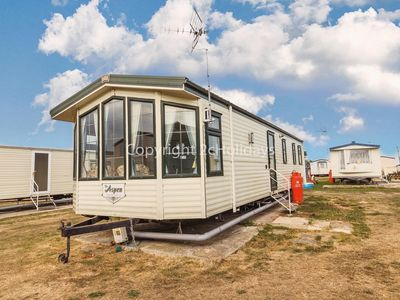 Photo for 8 berth static caravan to hire in Essex on a great holiday park ref 28055