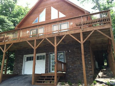 Photo for Spacious cabin sleeps 14, near slopes with game room & theater room