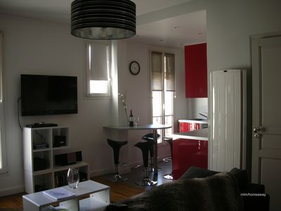 Photo for Modern sunny airy quiet Downtown Apartment