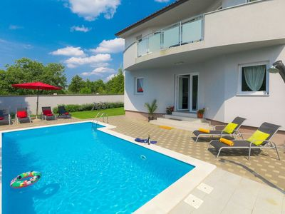 Photo for Nice apartment for 8 guests with private pool, A/C, WIFI, TV, pets allowed and parking