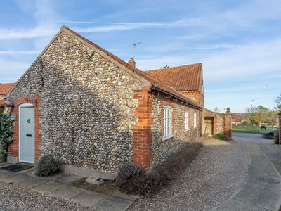 Photo for A charming converted barn in a quiet complex in the pretty village of Binham.