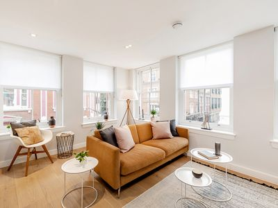 Photo for AN OUTSTANDING DUAL ASPECT 1-BEDROOM - COVENT GARDEN MARKET