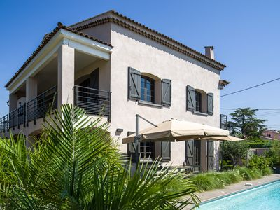 Photo for Beautiful family villa for 16p with heated pool 200m from the beach