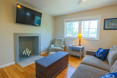 Leafy Oak Cottage is walking distance from the restaurants & shops of the trendy Park Circle neighborhood.