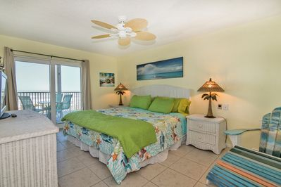 Comfy private bedroom with deck overlooking the Gulf of Mexico